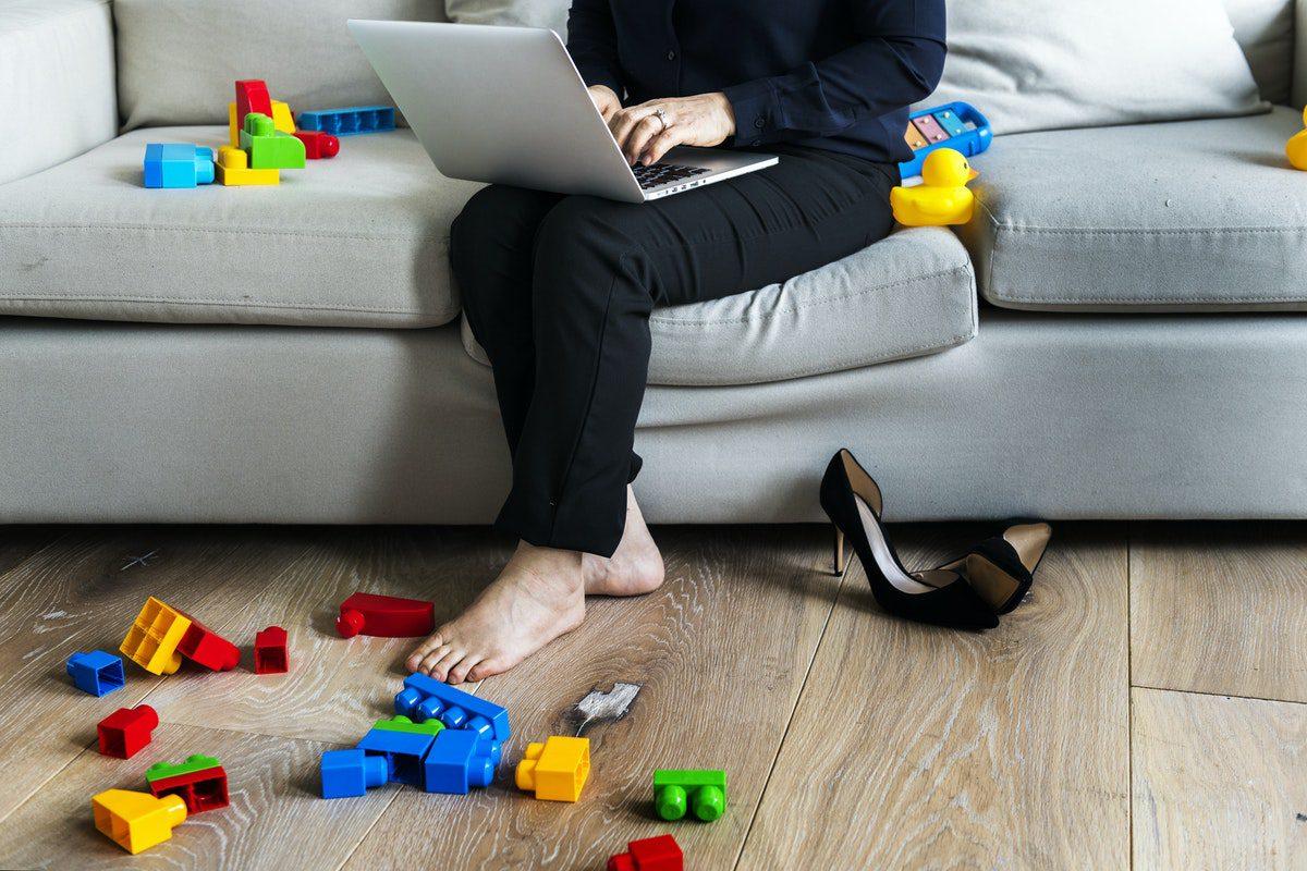 Lee más sobre el artículo Las ventajas e inconvenientes de emprender en internet cuando eres madre